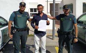 Auxilian a una persona que fue herida gravemente en el cuello con una botella rota en Almería