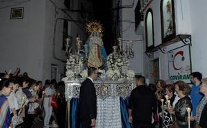 La imagen de Nuestra Señora del Rosario vuelve a ser procesionada por las calles de Lanjarón