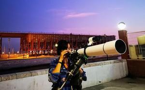 El Puerto de Almería se convierte en observatorio para contemplar la Luna