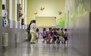 Cincuenta colegios de la provincia de Granada exceden el máximo legal de alumnos por clase