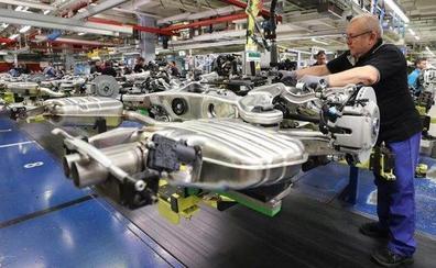 La producción industrial cae y el sector solo representa ya el 16% del PIB