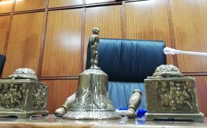 Condenados por estampar un taburete a un hombre que perdió parte de la visión en Almería