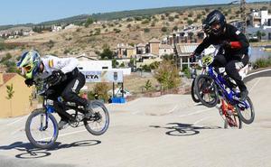 Alejandro Pereira se exhibe en el cierre de la Copa Andalucía BMX