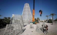 Comienza a instalarse el árbol de Navidad del Nevada