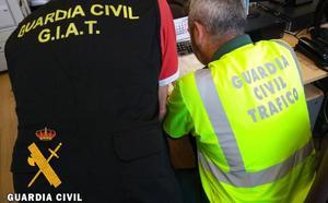 Investigan a 31 personas por delitos de falsedad documental en el carnet de conducir en Almería
