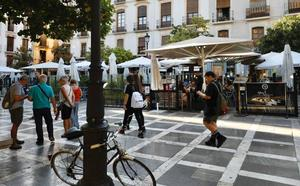 El Ayuntamiento revisará todas las terrazas de Granada para acabar con la ocupación ilegal