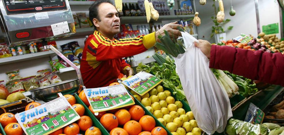 La Junta suprimirá el impuesto a las bolsas de plástico a las empresas que firmen un convenio para eliminarlas en 2020