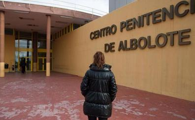 El violador múltiple de Málaga sale de la cárcel de Albolote para ingresar en el CIS de Algeciras
