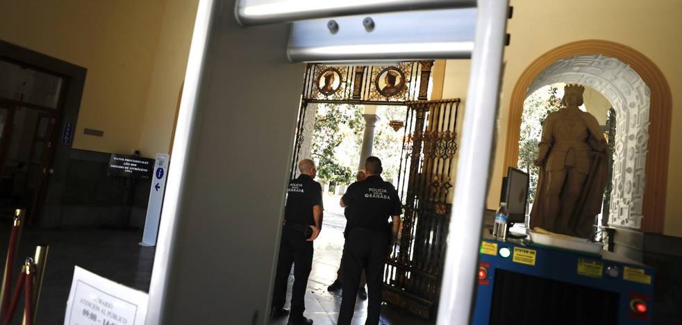 Renuncia la empresa que controlaba el acceso a diez edificios municipales de Granada