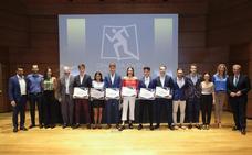 La Fundación Caja Rural beca a seis atletas del Granada Joven