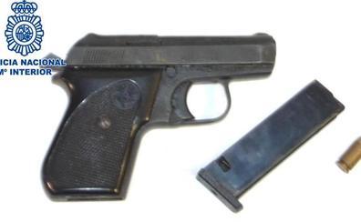Detenidos tres hombres acusados de intentar atracar un 24 horas a punta de pistola en Almería