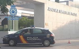 La Policía Nacional detiene a tres personas por concertar parejas de hecho falsas