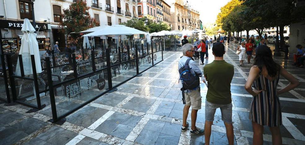 Hosteleros y vecinos de Granada, a favor del plan municipal de regulación de las terrazas