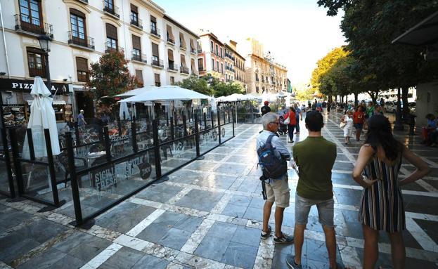 Terrazas En Granada Hosteleros Y Vecinos A Favor Del Plan