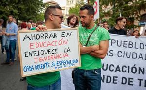 Padres y niños se manifiestan por una educación digna