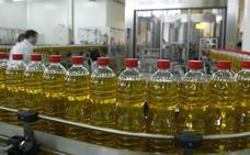 La campaña empieza con 756.000 toneladas de aceite de oliva sin vender, algo que «no debe preocupar en exceso»