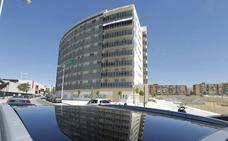 El bipartito pone a la venta pisos, garajes y solares para pagar a proveedores
