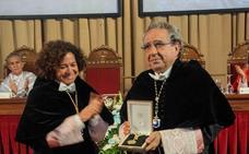 La UGR entrega su Medalla de Oro a la Universidad de Málaga