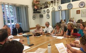 La presión vecinal fuerza una resolución del Distrito Genil contra el cierre del ambulatorio de Mirasierra