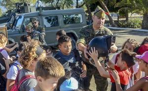 Los escolares vuelven a tomar la Base 'Álvarez de Sotomayor'