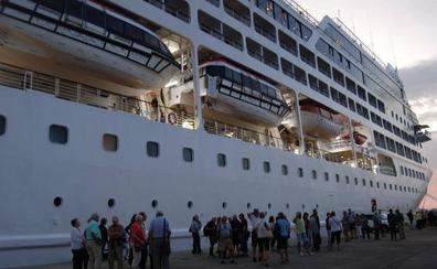 Los cruceristas del Náutica desembarcan en Motril