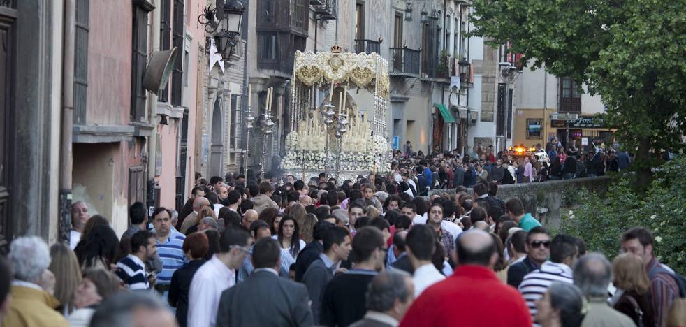 La Federación de Cofradías muestra su rechazo al recorte de salidas del Ayuntamiento de Granada
