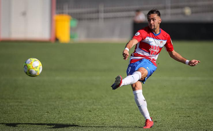 Las mejores imágenes del partido entre el Recreativo Granada y el Atlético Sanluqueño