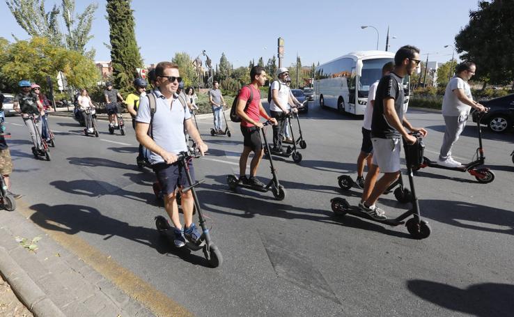 Los vehículos eléctricos toman Granada en una 'ruta silenciosa'
