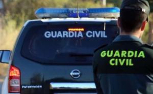 Heridos cuatro jóvenes al chocar su vehículo contra un árbol en Dúrcal