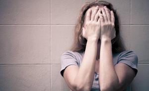 Condenan a 22 años de cárcel a un matrimonio por abusar él de sus dos hijas y permitirlo ella