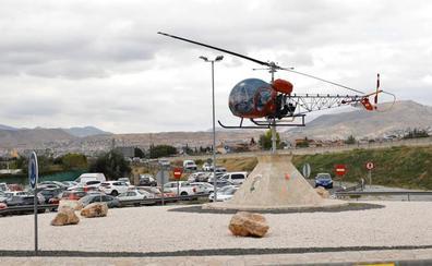 Así es el nuevo helicóptero del Ejército que se puede ver en una rotonda de Granada