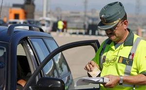 La DGT revela sus planes para las multas y la verdad del coche eléctrico