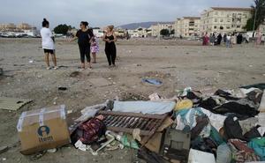 Vecinos de El Puche, hartos de basuras: «Nos tiraron las casas para dejarnos un vertedero»