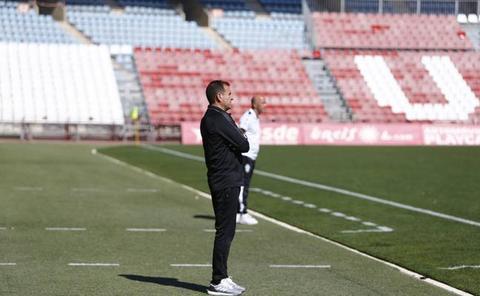 Esteban Navarro, destituido en el Almería B