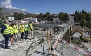 Comienzan a derribar el tablero del puente de Órgiva para su reconstrucción