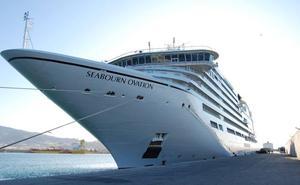 Atraca en Motril uno de los cruceros más lujosos y caros de la temporada