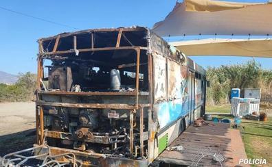 Salobreña se vuelca para reconstruir el 'food truck' del 18 Nudos que ardió hace una semana