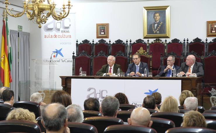 Fernando Jáuregui en Granada: «Sin diálogo no hay futuro democrático»