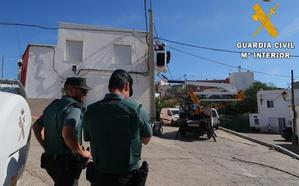 La Guardia Civil localiza 900 plantas de marihuana y 68 enganches ilegales en Pechina