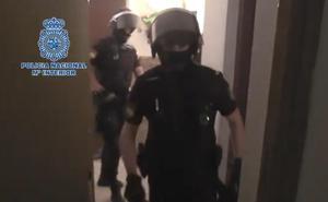 50 policías nacionales acaban así con una banda violenta dedicada al 'vuelco', tráfico y cultivo de drogas