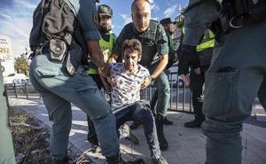 Un informe pericial descarta que el guardia civil al que mataron en Granada recibiera el tiro a corta distancia