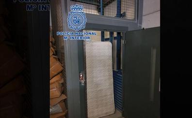 «8.000 euros o le cortamos los dedos»: dos chinos secuestran a otro 5 días en un ascensor de Madrid y lo apalean