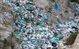 El Ayuntamiento volverá a limpiar la basura del barranco Caballar
