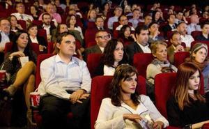 Multan por primera vez a un cine por no permitir la entrada con comida y bebida del exterior
