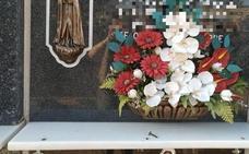 Oleada de robos en las lápidas del cementerio de La Zubia