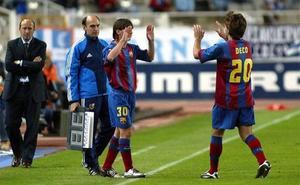 Messi disfruta de su 15 aniversario azulgrana con un premio dorado