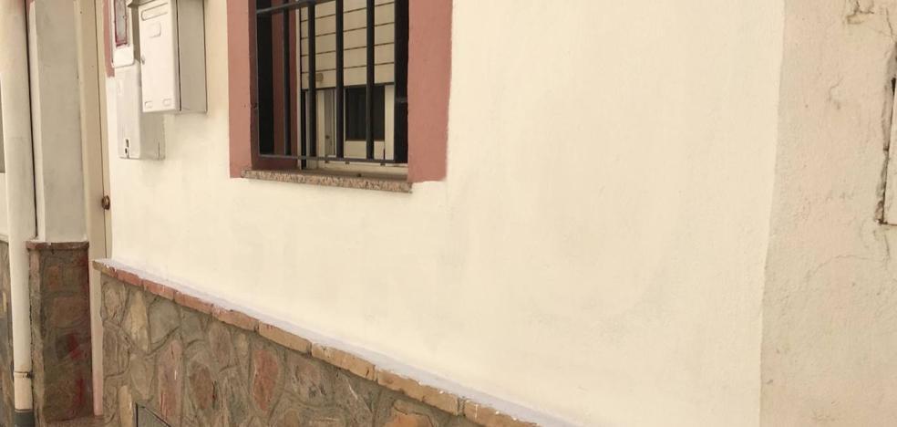 Aparece pintada con «asesinos» la casa familiar de la arrestada