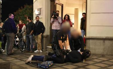 Las calles de Granada viven una tensa protesta contra la sentencia del 'Procés'