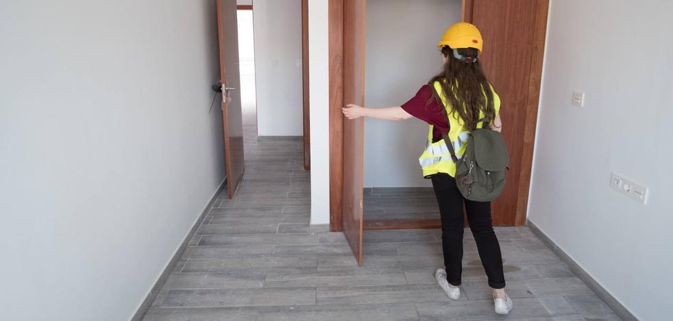 La entrega de las viviendas de Santa Adela queda pendiente de la decisión de la junta electoral