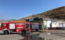 Controlado el incendio en una nave hortofrutícula de Los Carlos (Granada)